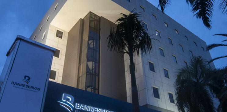 World Finance premia a Banreservas en 4 categorías