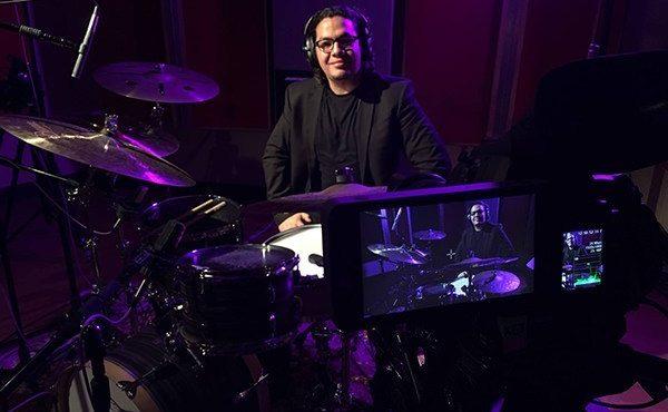 Vlade Guigni, baterista dominicano reconocido por marcas mundiales, se destaca en el extranjero