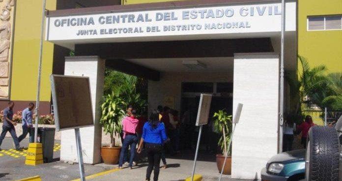 Apresan en la Junta Electoral del Distrito Nacional, un delegado político por alteración de actas