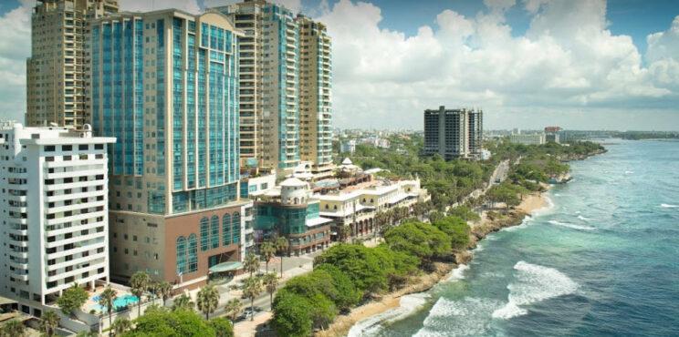 Clúster Turístico y Asociación de Hoteles de Santo Domingo firman alianza para impulsar el desarrollo turístico