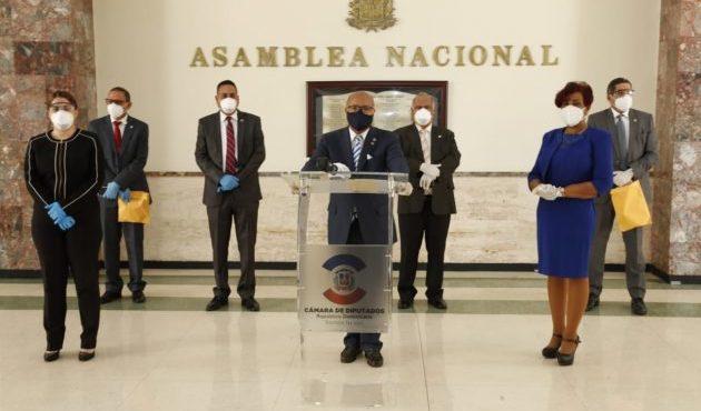 Diputados del PRM acusan al Ministro de Salud de usar rueda de prensa del Covid-19 para campaña del PLD
