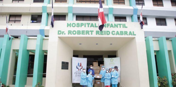 Cuenta Conmigo del Despacho de la Primera Dama aporta medicamentos e insumos a hospitales Robert Reid y Padre Billini
