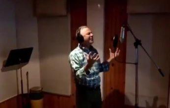 Alcalde SDE desea recuperación a Abinader con canción a ritmo de balada