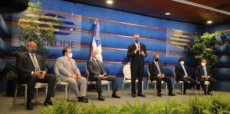Presidente Abinader sostiene encuentro con Leonel Fernández