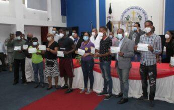 Continúan entrega ayuda del Gobierno a damnificados tormenta Laura en  sector La Yuca, Los Ríos.