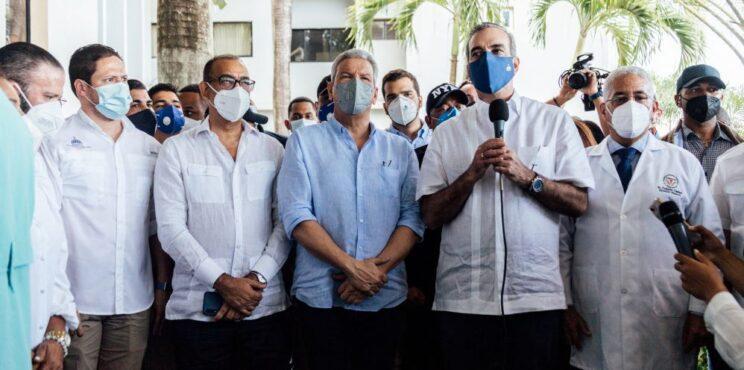 Presidente Abinader junto al Director General del INVI confirman la inversión de 100 millones de pesos para terminar la reconstrucción del Hospital Calventi en los Alcarrizos