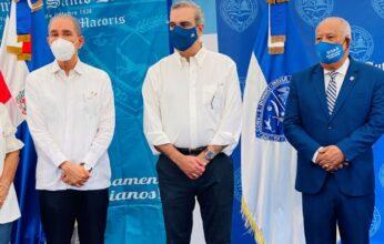 Presidente Luis Abinader anuncia en SFM que su gobierno está comprometido con ayudar a la UASD