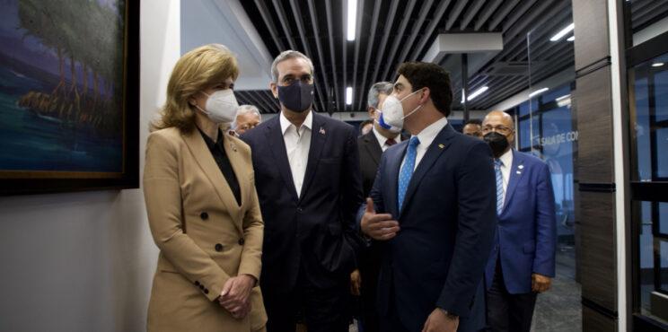 Presidente Abinader asiste a inauguración de nueva sede del Banco Centroamericano