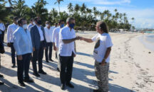 Presidente Abinader anuncia construcción de barreras contra el sargazo y plan de regeneración de playas