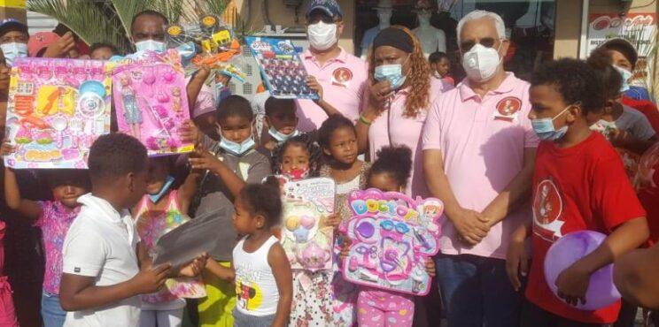 """Fundación Manantial de Amor celebra """"Día de Reyes"""" llevando alegría a niños y niñas de San Cristóbal"""