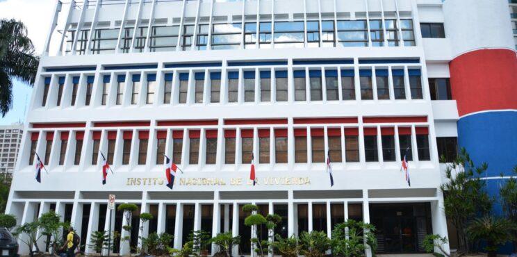 Cuatro estudiantes de arquitectura diseñarán la nueva fachada del INVI