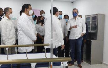 Presidente Luis Abinader deja en funcionamiento sala de emergencias en Hospital Regional Universitario San Vicente de Paúl