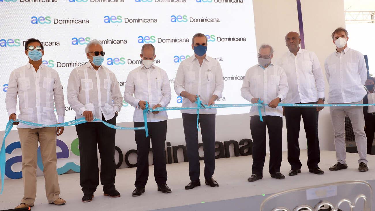 Presidente Abinader inaugura primera operación 100% renovable del Grupo AES en RD