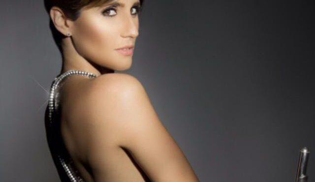 Alaima González conjuga perfectamente talento y belleza en una flauta