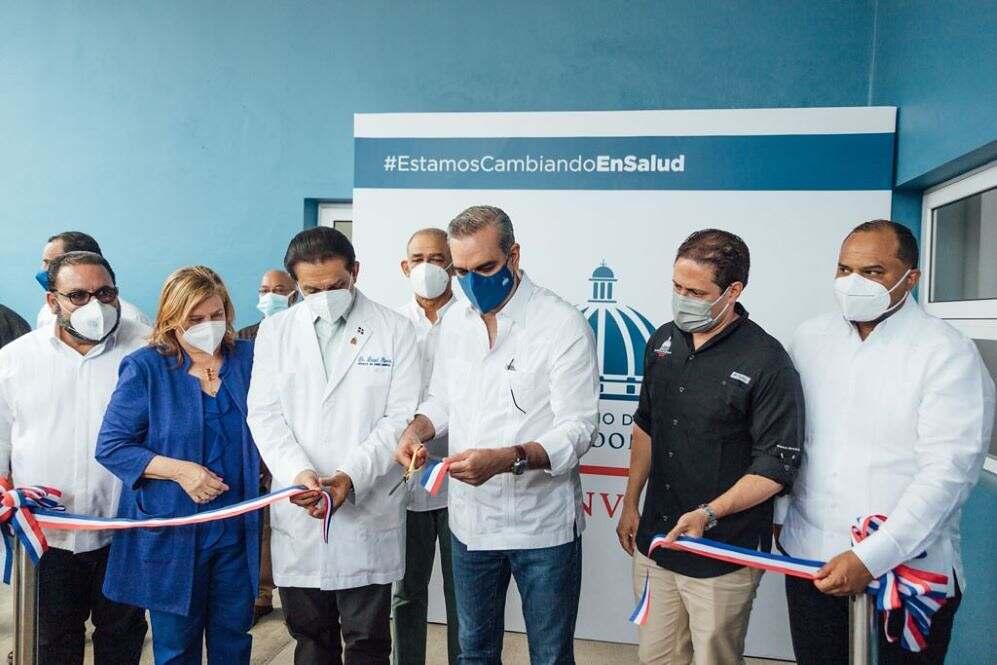 Presidente Abinader y director del INVI entregan Centro de Diagnóstico y Atención Primaria en Jarabacoa