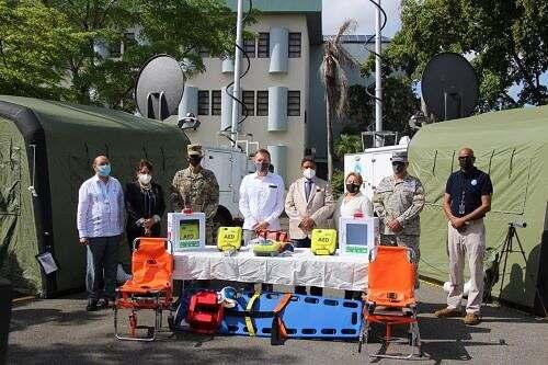 El Gobierno de los Estados Unidos dona dos centros de operaciones móviles y cinco desfibriladores médicos a la República Dominicana