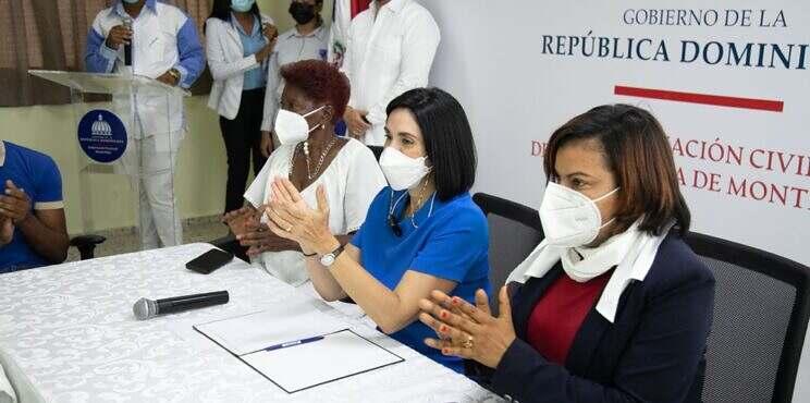 Primera dama visita Monte Plata para hablar con la población sobre sus necesidades