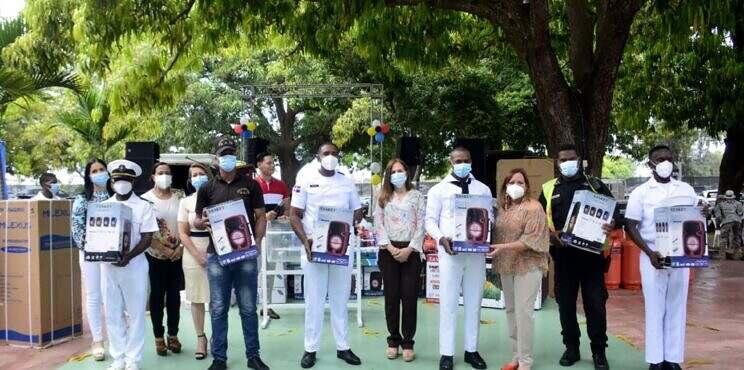 """Asociación de Esposas de Oficiales de la Armada de la República Dominicana (ADEOARD) celebra """"Día de Los Padres"""""""
