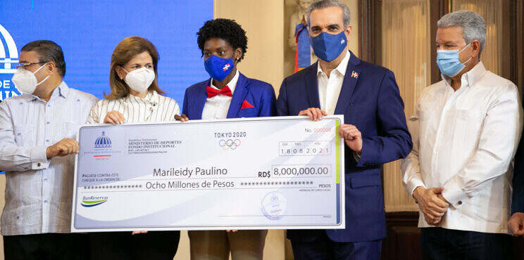 Presidente Abinader entrega más de 50 millones de pesos a atletas que participaron en Juegos Olímpicos Tokio 2020