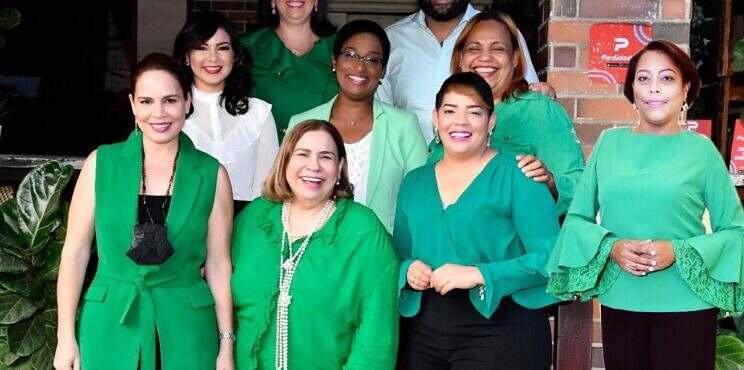 """Mirna Pimentel presenta a los integrantes de su plancha """"Fortaleza y Unión"""