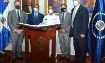 Congresistas de los Estados Unidos observan entrenamientos en la Armada de República Dominicana