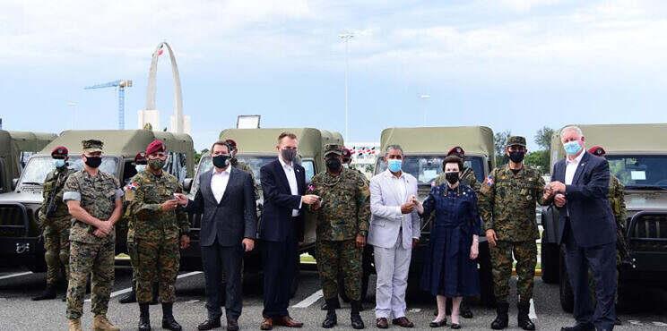 Embajada de los Estados Unidos dona ocho vehículos al Ministerio de Defensa