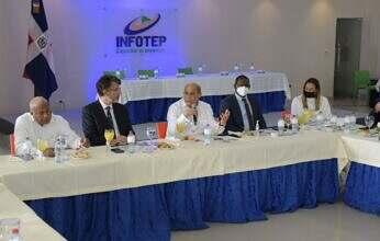 INFOTEP entrega certificados a empleados de la empresa Samsic Handling Dominicana, del sector aeroportuario de la RD
