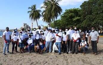 Fundación Refidomsa y Padesha  realizan operativo por el Día Internacional de Limpieza de Playas en Gringo