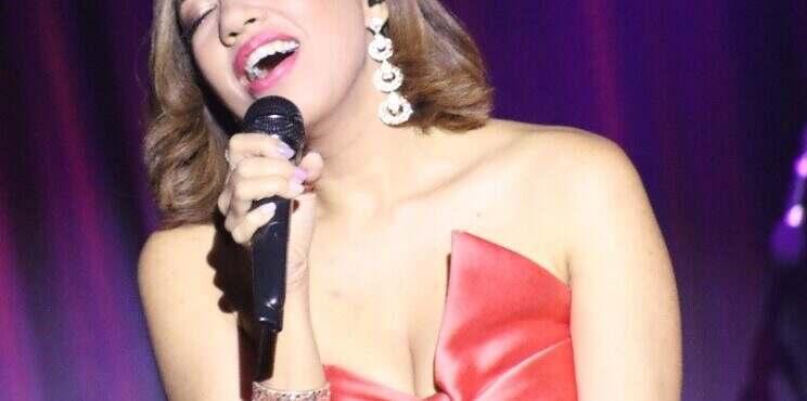 Sabrina Estepan, deslumbrante en escenario de Chao Teatro