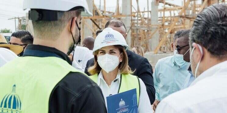Vicepresidenta de la República y Directivos del MIVHED Supervisan Avances del Hospital Municipal Villa Hermosa en La Romana