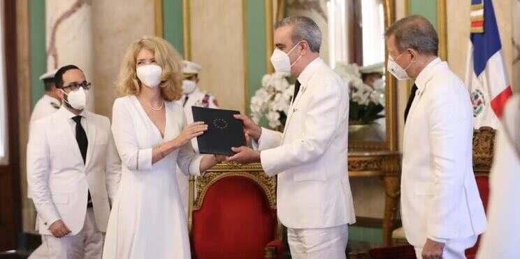 Presidente Luis Abinader recibe cartas credenciales de seis nuevos embajadores